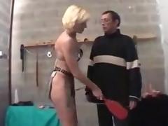 Maitresse mature avec un soumis