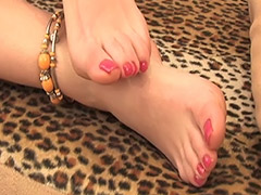 Hairy Pussy and Feet Fetish in this Video Featuring a Hairy Russian Amateur porn video