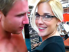 Clerk at clothing store takes dick in cunt