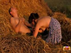 Screwing on a hay pile