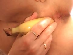 Granny In Need Of Cock Has To Improvise