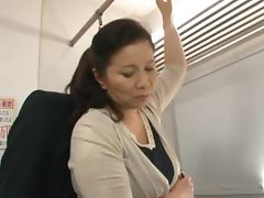 Mature Japanese Slut Chizuru Iwasaki Having Sx in a Train porn video