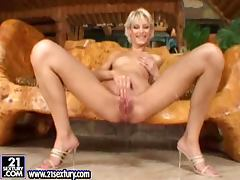 Tanja Teen shows off her nide pussy and fists it ardently
