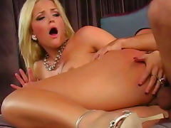 Alexis Texas is fucking with her new muscular lover