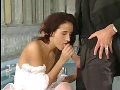 Nach der Hochzeit im Hallenbad gefickt