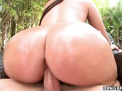 Ava Alvares's big ass looks so delicious when its oiled