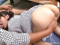 Kinky Japanese girl gets fucked in her shaved pussy