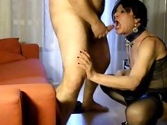 Mature tranny gets Arabe cock