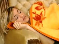 Der Prinz kuesst sie wach