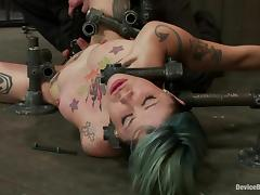 Kinky Tattooed Chick Krysta Kaos Gets Shaved Pussy Toyed in Bondage Vid