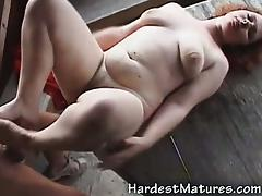 Horny mature gives amazing footjob