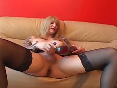 Blonde american t-girl masturbates