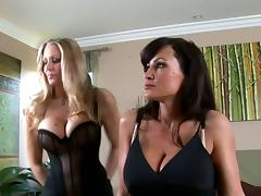 Two musty milfs Julia Ann and Lisa Ann are going lesbian