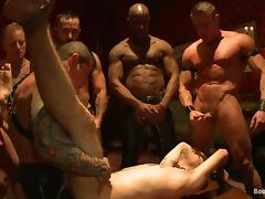 Muscled dudes suck and ride huge dicks in gay orgy
