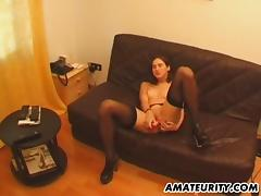 Amateur girlfriend toys and sucks with facial