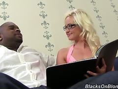 Hot blonde girl gets anal pounded and takes the cum in her mouth