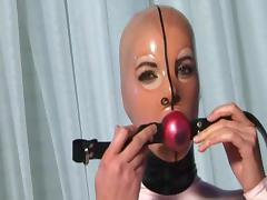 Latex girl Katerina is sucking her red dildo