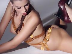 Beautiful Aleksa Slusarchi shows her flexible body in a solo video