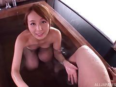 Skinny Jessica Kizaki gives a hot blowjob in a bathtub