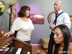 Brunette Gets Cumshot From Her Music Teacher