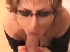 Oma kriegt Samen in den Mund
