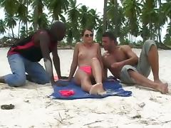 Jessica Fiorentino gets her ass destroyed by two black dudes on a beach