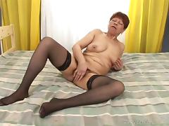 Masturbating Mature Granny Gets Drilled And Cum In Her Cunt