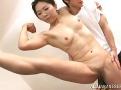 Flexible Japanese cougar with small tits and muscles getting her hairy pussy devoured with a toy