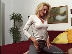 Amazing Blonde Enjoys Oral sex And Face Fucking On Cumshot